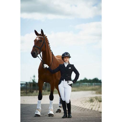 Fair Play võistluspintsak Florine, kaelaside Florina, ratsapüksid Carina, Caldene otsmikurihm 5-Row Diamante, Mountain Horse ratsasaapad Sovereign High Rider ja Zandona King Carbon koolisõidukaitsmed