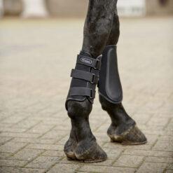 John Whitaker kaitsmed Brushing Boots Bradford